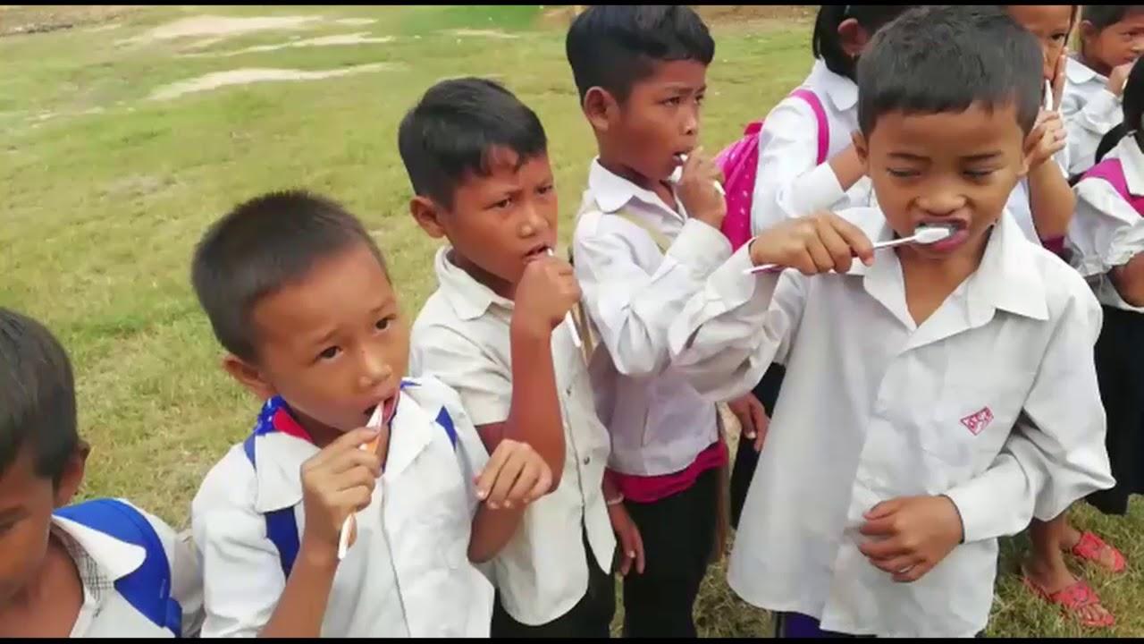 Sol-Sorya: Kinder Der Schule Rajhomin Lernen Wie Man