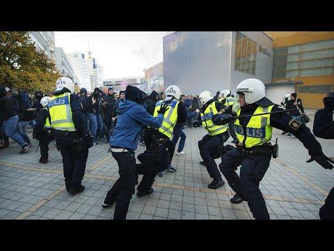 POLIS OCH SVERIGEDEMOKRATER OCH MOTDEMOSTRANTER | STORYTIME