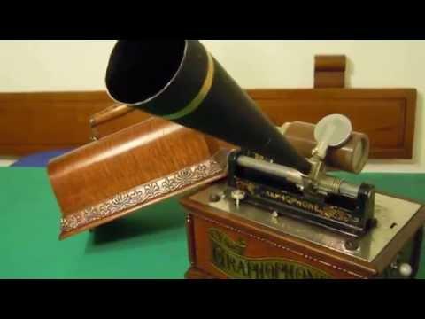 """PHONOGRAPH - PHONOGRAPHE GRAPHOPHONE COLUMBIA """"AT"""" - 1898 NO EDISON - FONOGRAFO COLUMBIA """"AT""""de YouTube · Haute définition · Durée:  1 minutes 15 secondes · vues 777 fois · Ajouté le 27.10.2014 · Ajouté par marcosprecacenere2"""