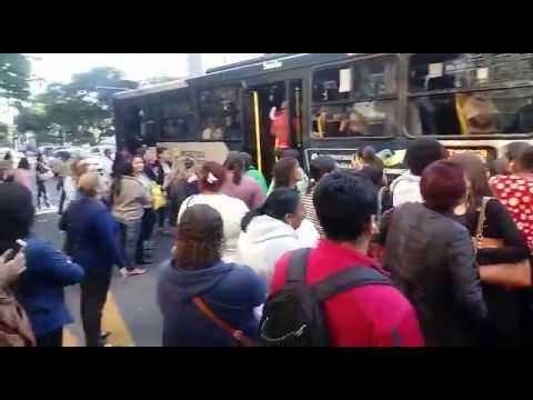 Greve dos caminhoneiros deixa ônibus lotados em BH