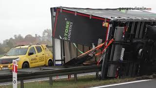 Silny wiatr przewrócił ciężarówkę na S3. Leżała na środku jezdni