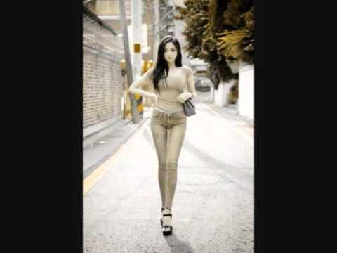BEAUTIFUL YOUNG MODERN GIRLS FASHION STYLE