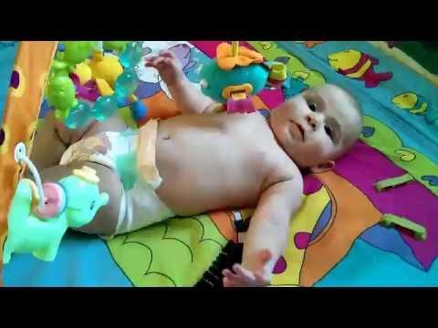 До какого возраста нужен развивающий коврик