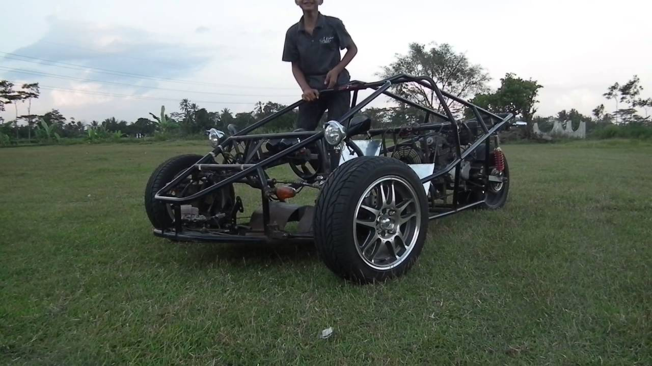 T Rex Three Wheel Motorcycle Test Drive Replica