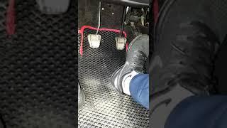 Шум при нажатии на педаль газа ваз 2114