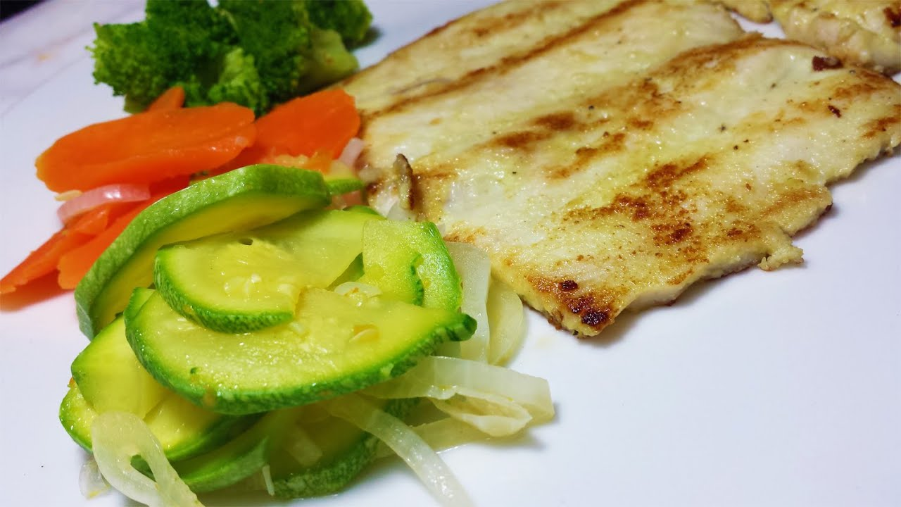 Cocinar Filete De Pescado Al Mojo De Ajo Con Vegetales A