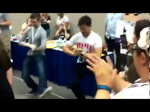 Jacksepticeye and markiplier dancing at Indy pop con