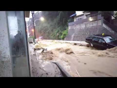 広島市安芸区矢野で道路が川に 【2018 広島大雨被害】