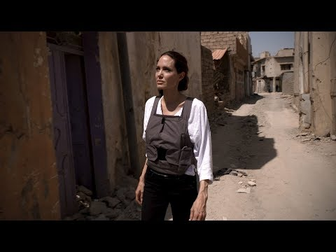 Iraq: Angelina Jolie visits families returning to Mosul