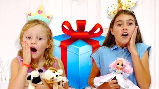 नस्तास्या और प्रेमिका खिलौनों पर बहस करती हैं
