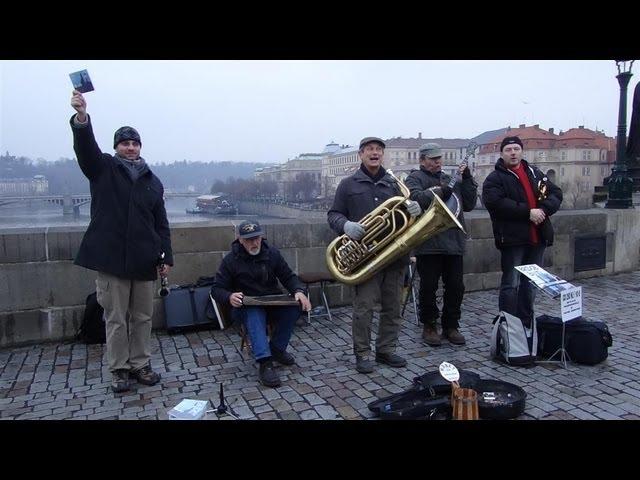 Wash-Board Expert, Jazz band on Karl bridge, Prague Dec. 2013