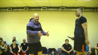 Видео уроки самообороны: приемы против ножа и пистолета.(БЕСПЛАТНЫЙ курс по самообороне от Алексея Маматова: http://bit.ly/1dEBiJk забирайте!, 2014-01-10T11:40:53.000Z)