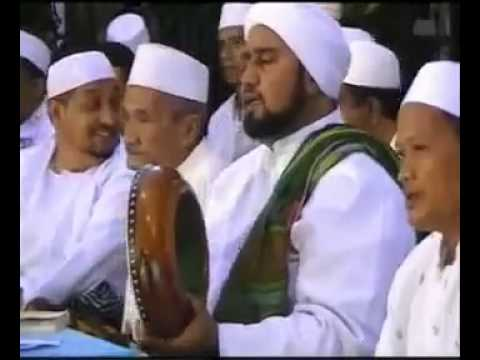 Habib Syech Memainkan Hadroh