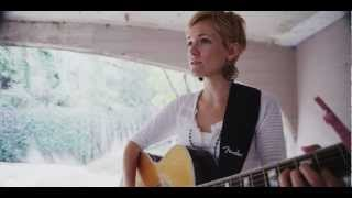 "Erin Ivey sings ""Canyon"""