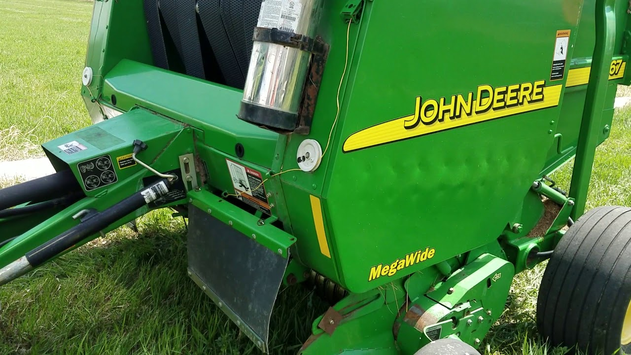 For sale: John Deere 567 Megawide Round Baler