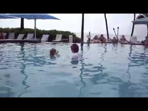 Spritz swimming in Maui
