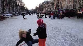 Ice skating on Amsterdam Canals - Schaatsen op de Amsterdamse Grachten