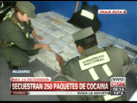 C5N - POLICIALES: SECUESTRAN 250 PAQUETES DE COCAINA