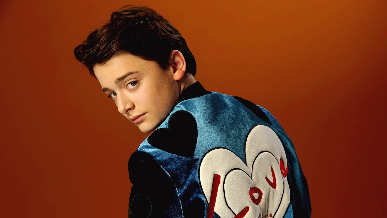 'Stranger Things' Noah Schnapp Relaxes With Music