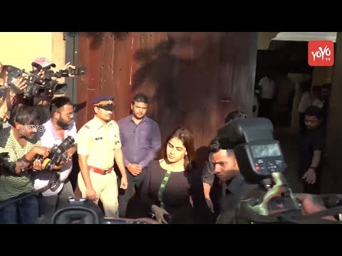 Actress Genelia, Nagma and Other Celebrities at Mumbai To Condolences Sridevi || YOYO Cine Talkies