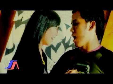 Decha & Ricky Stardut - Cinta Yang Sempurna