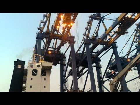 Vlog #61: Container lifting cranes at work ~ ICT ~ Kochi
