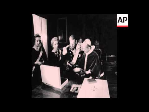 CAN172 KING FREDERICK AND QUEEN INGRID OF DENMARK MEET THE POPE
