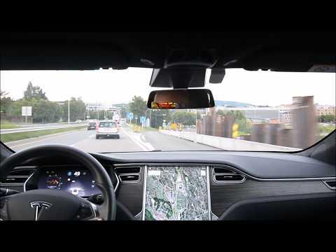 Tesla autopilot 2 Firmware 2017.32.6 c28277 on a winding highway