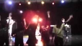 浜松で活動するフライング蝉というバンドです。大学の文化祭での演奏です。