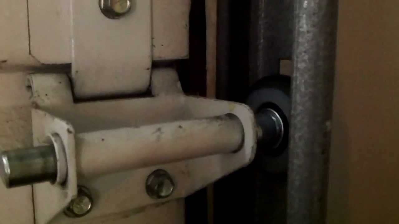 Garage door rollers - In Glen Ellyn Il Garage Door Repaired With New Nylon Rollers Quiet At Last