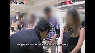 Petugas Mencurigai Barang Bawaan Penumpang Part 03 - Indonesia Border 01/05