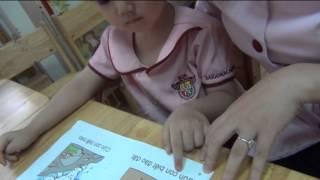 Bé Quỳnh Anh 3 tuổi đọc sách trình độ 2