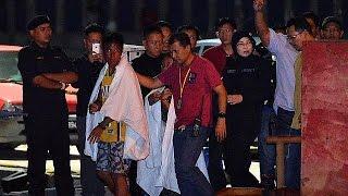 В Малайзии ищут пропавших китайских туристов(Малайзия расширила район поиска пропавших без вести шести пассажиров судна, затонувшего в водах штата..., 2017-01-30T12:16:46.000Z)