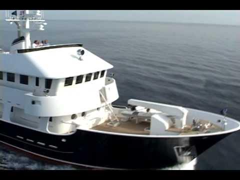 Molokai Strait expedition yacht video