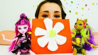 Видео Куклы Монстер Хай. Дракулаура ищет подарок. Творческое видео для девочек с КУКЛАМИ Монстр Хай(Дракулаура кукла Монстер Хай из мультфильма Школа Монстер Хай (англ. Monster High) собирается на день рождение..., 2016-08-19T04:12:00.000Z)