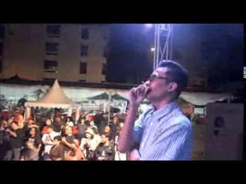 Komedi Badut dalam Bulan Separuh Bayang - Leo Kristi