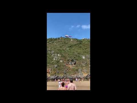 Rescate en helicóptero de un hombre tras lesionarse el pie en El Brusco, Santoña