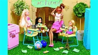 Новенькая в классе! Новая подруга Челси! Играем в куклы Барби
