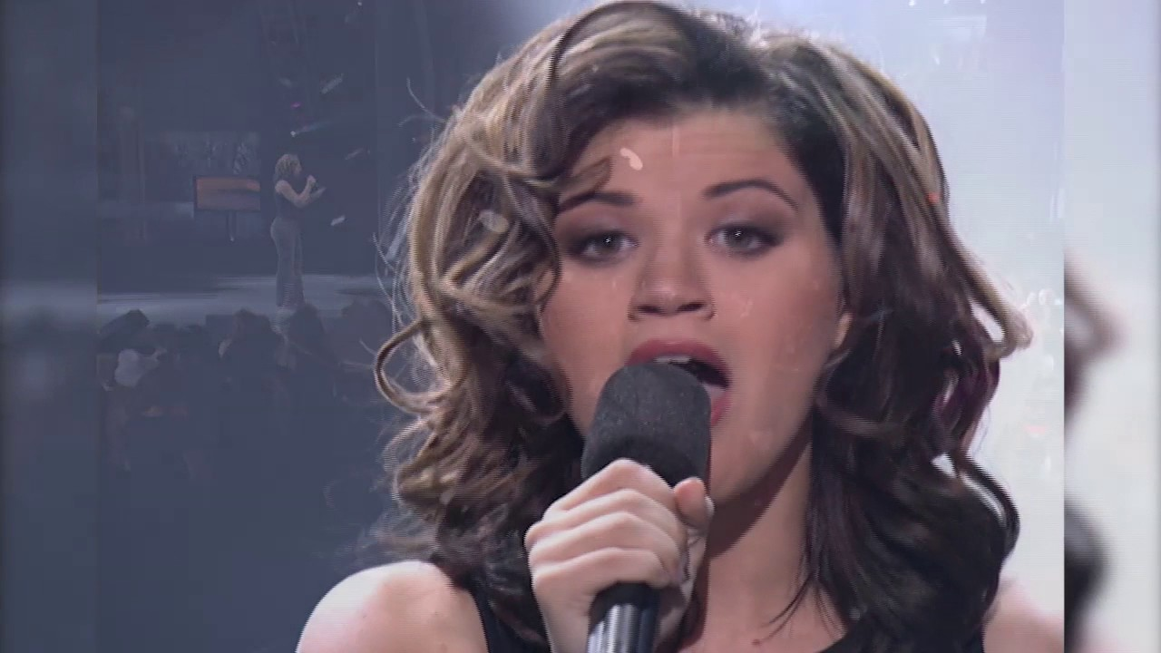 'American Idol' contestant sparks Kelly Clarkson comparisons, wows judges with ...