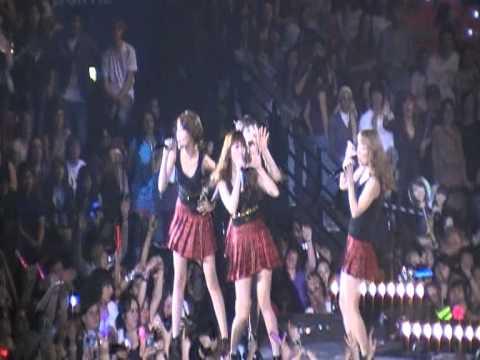 [FANCAM] SM Town live in Paris 11/06/11 SNSD-Hahaha + Way To Go