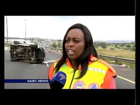 8 people killed after bakkie they were travelling in overturned