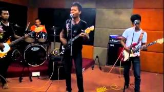 Video Adista:jangan kaupergi versi D'VAST CRISTAL band download MP3, 3GP, MP4, WEBM, AVI, FLV Juni 2018