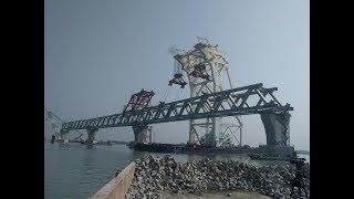 পদ্মা সেতুর তৃতীয়  স্প্যান এইমাত্র বসানো হয়েছে! - Padma Bridge