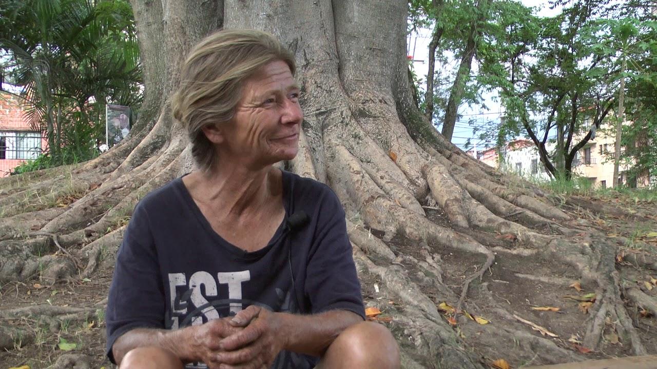 "Documental Habitantes de calle- Historia de la abogada ""La Mona"""
