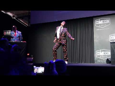 Battle de danse entre Ricky Whittle et Orlando Jones au Comic Con