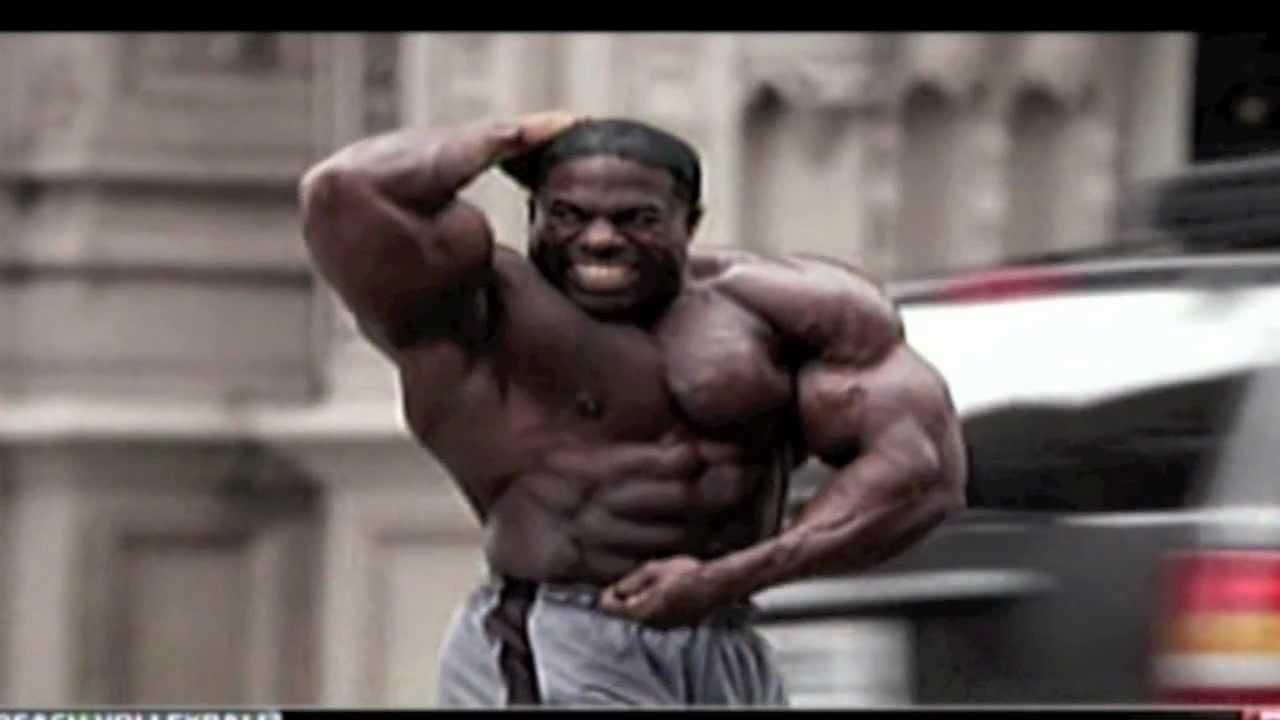Bodybuilder Kali Muscle flexes & poses in Geico ad w/ slo