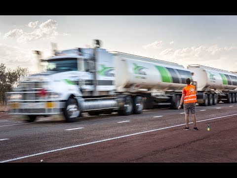 Australische Road Trains vs. Nuna9