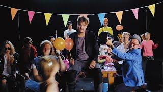 Roope Salminen & Koirat - Madafakin darra feat. Ida Paul (virallinen musiikkivideo)