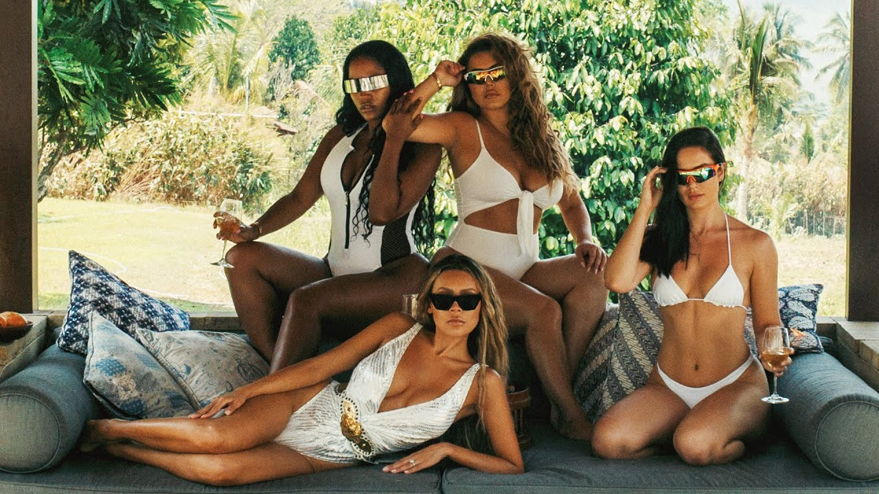 the-girls-au-naturel-in-indonesia-the-perkins
