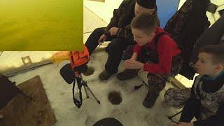 три поколения в одной палатке рыбалка с детьми подводная съёмка